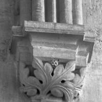 Cul-de-lampe à la retombée de l'ogive intermédiaire de la voûte du choeur (1997)