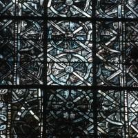 Détail d'un vitrail en grisaille du choeur (2000)