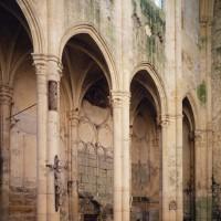 Les grandes arcades du mur gouttereau sud vues vers le sud-ouest (1997)