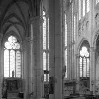 L'intérieur vu vers le sud-est depuis le bas-côté nord (1997)