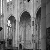 Les grandes arcades du mur gouttereau sud vues vers le sud-est (1997)