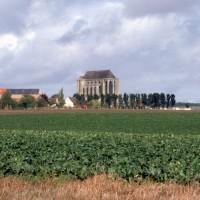 L'église dans son environnement vue du sud-est (1997)