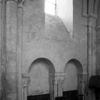 Le mur nord de la travée droite du choeur vu vers le nord-est (1982)