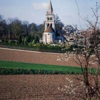 L'église dans son environnement vue de l'est (1993)