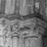 Chapiteaux à la base du clocher-porche (1995)