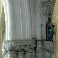 Vue partielle d'un pilier de la nef (1995)