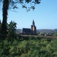 L'église dans son environnement vue du nord-est (1996)
