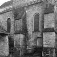 Le bas-côté nord du choeur du 12ème siècle vu du nord-ouest (1995)