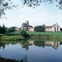 L'église dans son environnement vue du nord-est (1997)