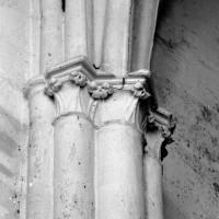 Chapiteaux à la retombée des voûtes de l'abside et du vaisseau central du choeur (1980)