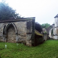 Les ruines de l'église vue du sud-ouest (1997)