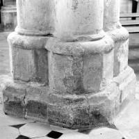 La base du pilier du bras sud du transept (1979)