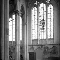 Vue partielle du transept et de la chapelle sud vers le sud-est