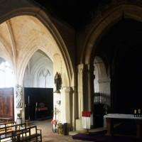 Vue partielle de la chapelle nord (à gauche) et du choeur vers le nord-est (1996)