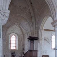 La travée du clocher et le bras sud du transept vus vers le sud-ouest (2001)