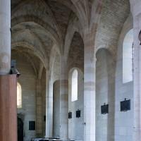La nef et le bas-côté nord vus vers le nord-ouest (2001)