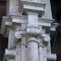 Chapiteau du pilier recevant les arcades communiquant entre le choeur et la chapelle (2001)
