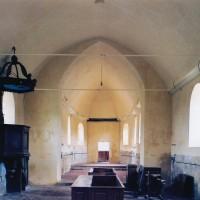 L'intérieur de l'église en cours de restauration, vu vers l'est (2004)