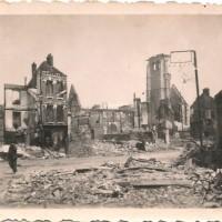L'église dans son environnement le 6 juin 1940. Photo provenant de la famille Gallopin, de Paillart, et aimablement communiquée par M. Romain Caron.