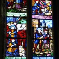 Vitrail du 16ème siècle - retauré au 19ème - de saint Crépin et saint Crépinien à la troisième chapelle nord du choeur (2016)
