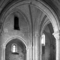 La première travée du choeur et la chapelle sud vues vers le sud (1979)