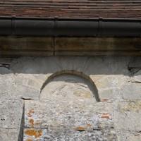 Une fenêtre romane de la nef