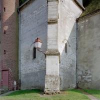 La base du clocher vue depuis le nord-ouest (2003)