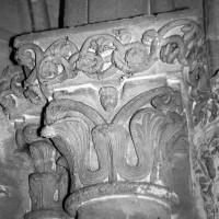 Chapiteau du 12ème siècle, refait ou gratté au 19ème.