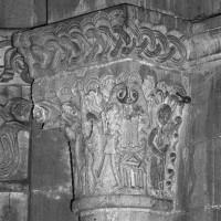 Chapiteau du 12ème siècle : la Flagellation du Christ.