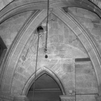 La voûte d'ogives de la travée sous clocher du choeur du 12ème siècle (refaite différemment au 19ème siècle).