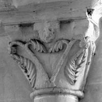 Chapiteau de l'arcade romane de la dernière travée du mur gouttereau sud de la nef (1980)