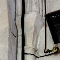 Chapiteau du 12ème siècle au revers du mur est de la travée du clocher (2016)