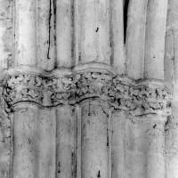 Chapiteaux à la retombée des voûtes du vaisseau central du choeur (1980)