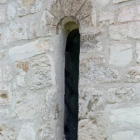 Fenêtre romane au mur nord de la nef (2008)