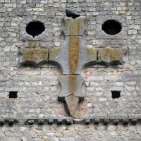 Détail du pignon de la façade avec la croix antéfixe (2015)