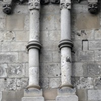 Partie supérieure d'un contrefort du bas-côté sud de la nef (2015)
