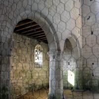 Vue partielle des arcades du mur gouttereau sud de la nef vers le sud-ouest (2016)