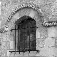 Fenêtre romane au nord du choeur de la chapelle de l'Abbé (1997)