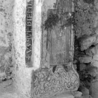 Décor peint à l'angle nord-est de la chapelle préromane (1974)