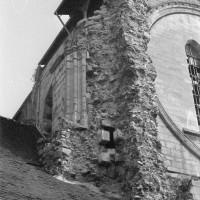 L'amorce du clocher détruit à l'angle nord-ouest de la façade (1974)