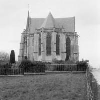 L'église dans son environnement vue de l'est (1975)