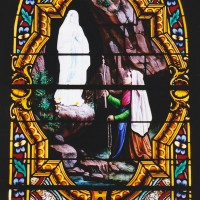 Vitrail de sainte Bernadette