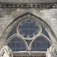 La fenêtre du déambulatoire située au-dessus de la chapelle axiale (2015)