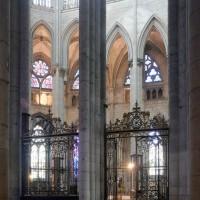 Vue partielle de l'abside vers le sud-est depuis le bas-côté nord (2015)