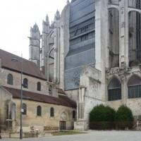 La cathédrale et la Basse-Oeuvre vues du sud-ouest (2015)