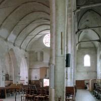 La nef et le bas-côté nord vus vers l'ouest (2003)