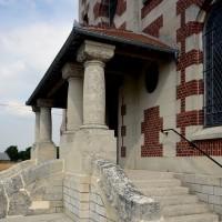 Le porche de l'église vu du sud-ouest (2016)