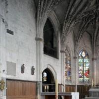 Vue partielle du choeur vers le nord-est avec l'entrée des chapelles seigneuriales (2016)