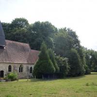 L'église dans son environnement vue du nord-ouest (2016)