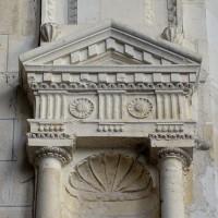 Pilastre et niche à la retombée des voûtes du choeur (2016)